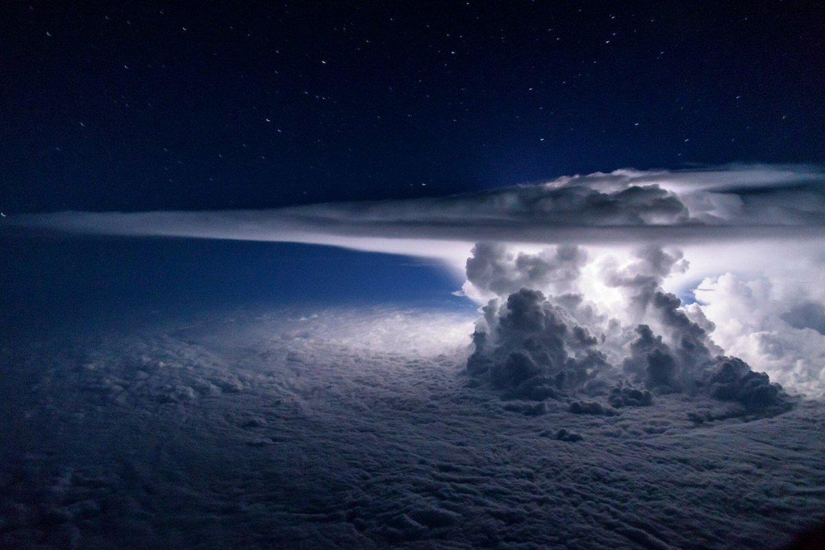 I just love weather pics, especially at night.... https://t.co/8zmAHgPdTp