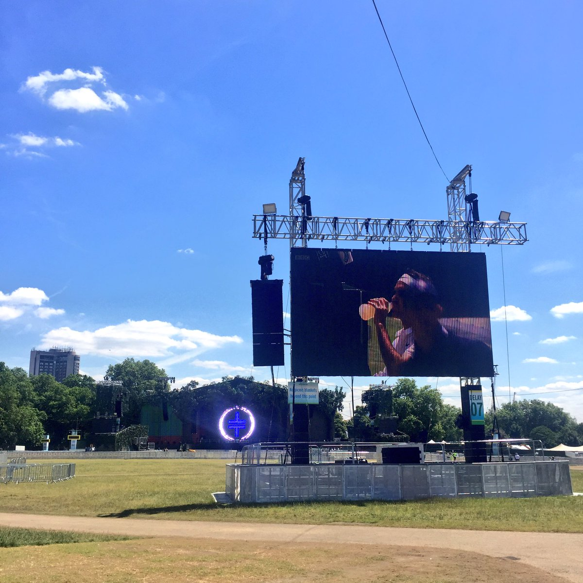 It's a beautiful day @BSTHydePark and we've got beautiful food on site for you! @Wimbledon is on the big screen too! https://t.co/fpEeltmYDZ