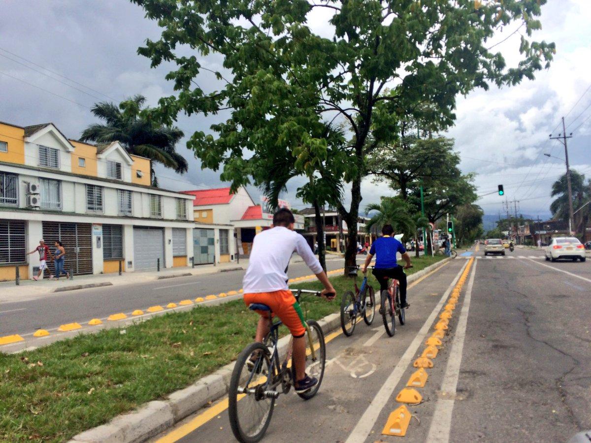 Sin mucha bulla mediática y sin tanto súper foro y súper gurú, Villavo ya lleva 22 km de ciclorruta y mucha #bici. https://t.co/4oAtcl2IUQ