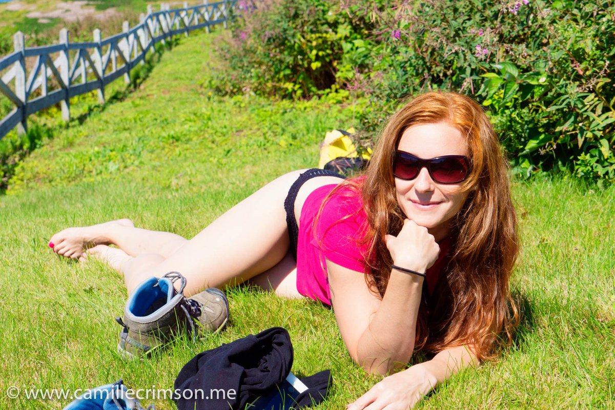 Enjoying the sun on my white skin... 0Cw53lLQcj
