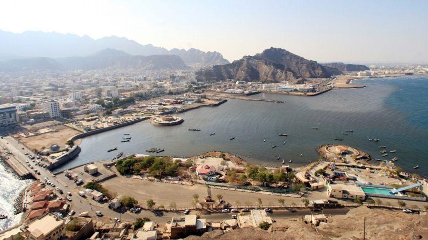 Suspected Al Qaeda militants briefly seize Yemen army base in deadly battle