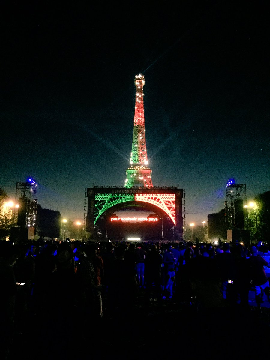 Tonight the Eiffel Tower is Portugal's... #POR https://t.co/FXA43dCAjK