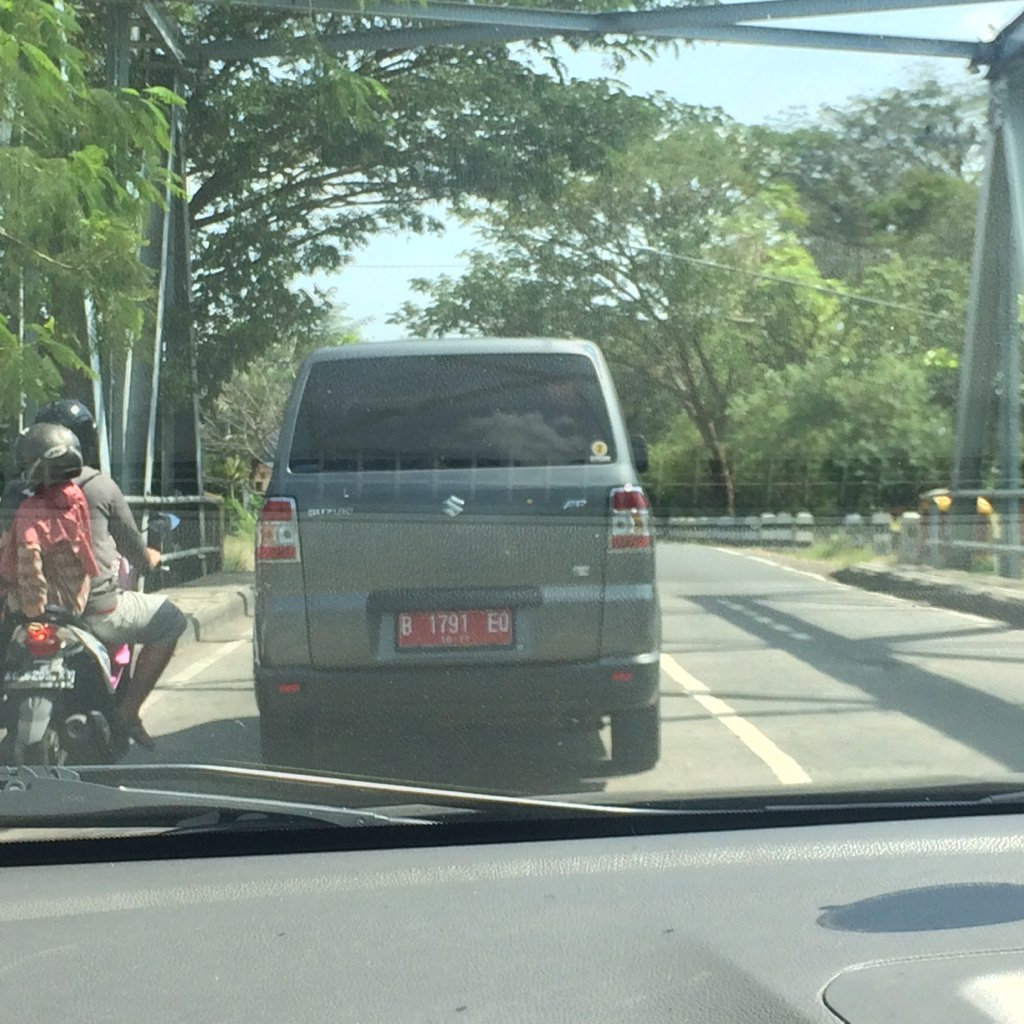 Telah ditemukan seonggok mobil dinas plat Jakarta di sekitaran Nganjuk. https://t.co/PqnnyNZhCS
