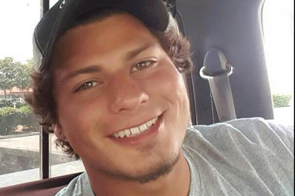 Breaking: Video shows Dylan Noble on ground being shot by #Fresno PD after he raises hands: https://t.co/5OS5vGH5u6 https://t.co/sdC9exXBIF