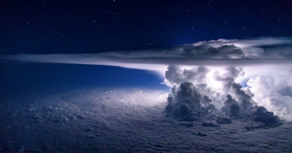 Pilot Captures Amazing Thunderstorm Photo at 37,000 Feet Over the Pacific Ocean https://t.co/gqx7bhPE1I https://t.co/TlvHuHksQZ