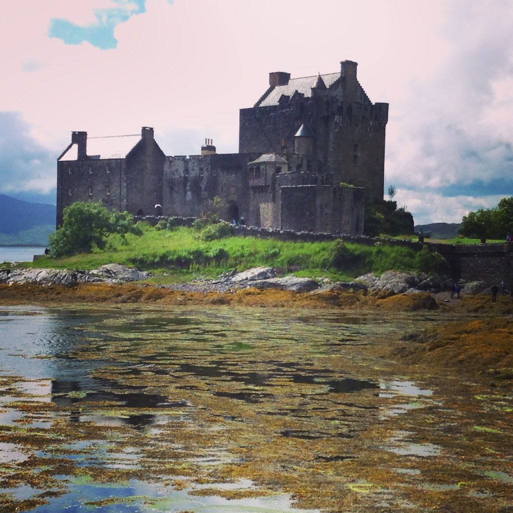 Legend has it the King of the Otters is buried beneath Eilean Donan castle in Scotland. #FolkloreThursday https://t.co/keSkQcMnNx