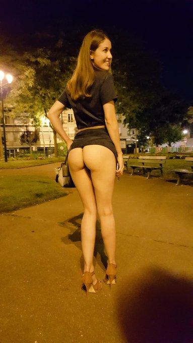 Un petit #flashing hier en retournant à la voiture ? #ass #legs #heels #upskirt https://t.co/oyhX6Bd