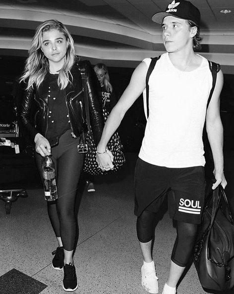 [VOGUE NEWS] Amor del bueno: #BrooklynBeckham y #ChloeMoretz no se separan ni pa...