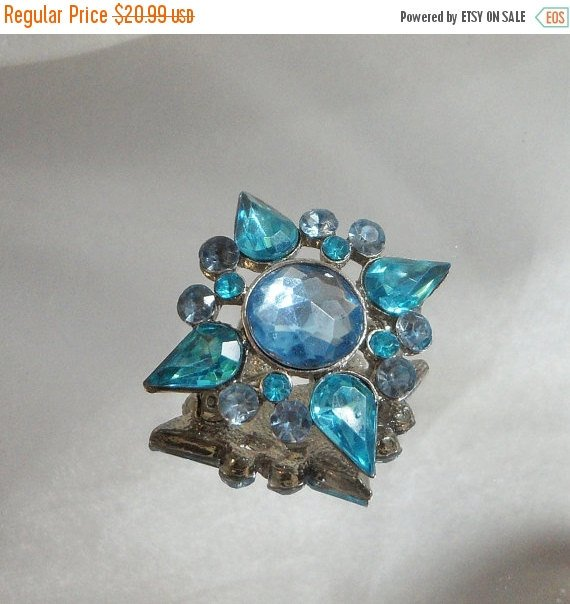 SALE #Vintage Rhinestone Brooch. Turquoise Blue and Periwinkle. #etsy #jewelry #... #ecochic https://t.co/KxsSFgCAeu https://t.co/4v8Kre7dQa