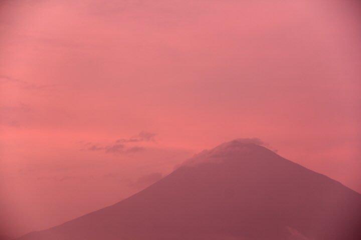 7月7日富士宮からの夕方富士山~ 桃富士が見られました~ほんのりピンク! - フォト蔵 https://t.co/3D9U4OOsI9 https://t.co/Y2XrA5ki0N