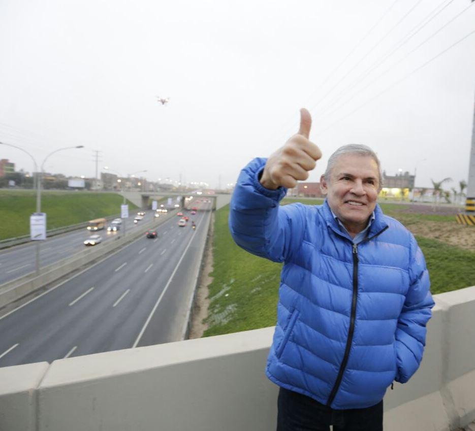 Alcalde de Lima inaugura moderno Intercambio Vial Naranjal beneficiando a más de 120 mil vecinos de Lima Norte. https://t.co/fVoRqpGNUg