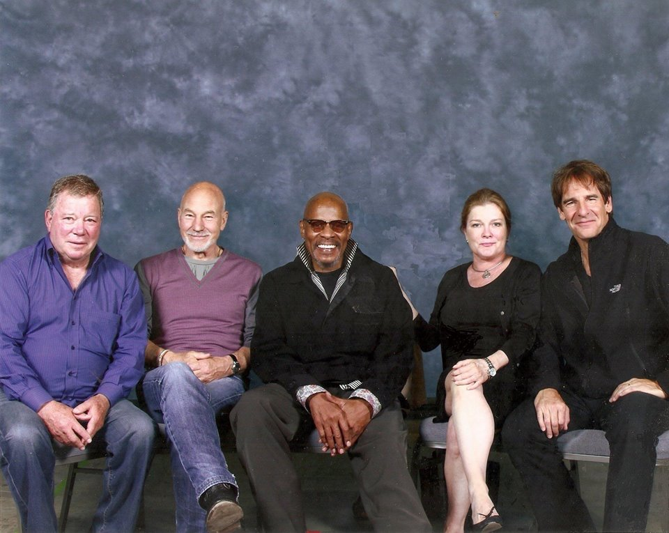 How cool! T.J. Hooker, Professor X, Hawk, Red, and Sam Beckett all in one photo. Wait... #STLV50 https://t.co/MnwpbsGWxs