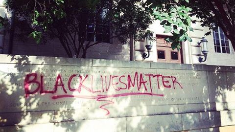 'Black Lives Matter' spray painted over Confederate memorial on UT Campus. (Image Credit:… https://t.co/y7EiIP4Fjm https://t.co/VbrPPySXOy