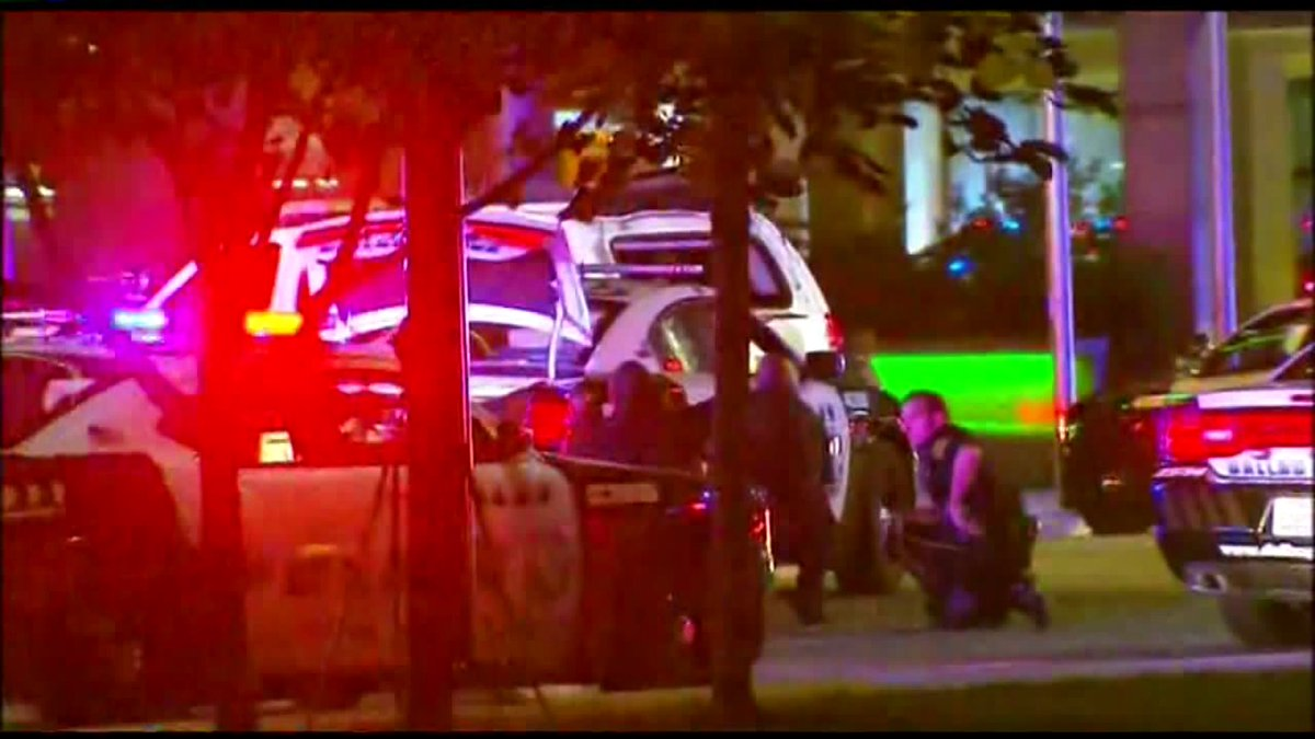 "#DALLAS: ""Everybody was fair game, they were just shooting randomly."" 2 officers shot. https://t.co/kJvsstCZQG https://t.co/aedx94mCkK"