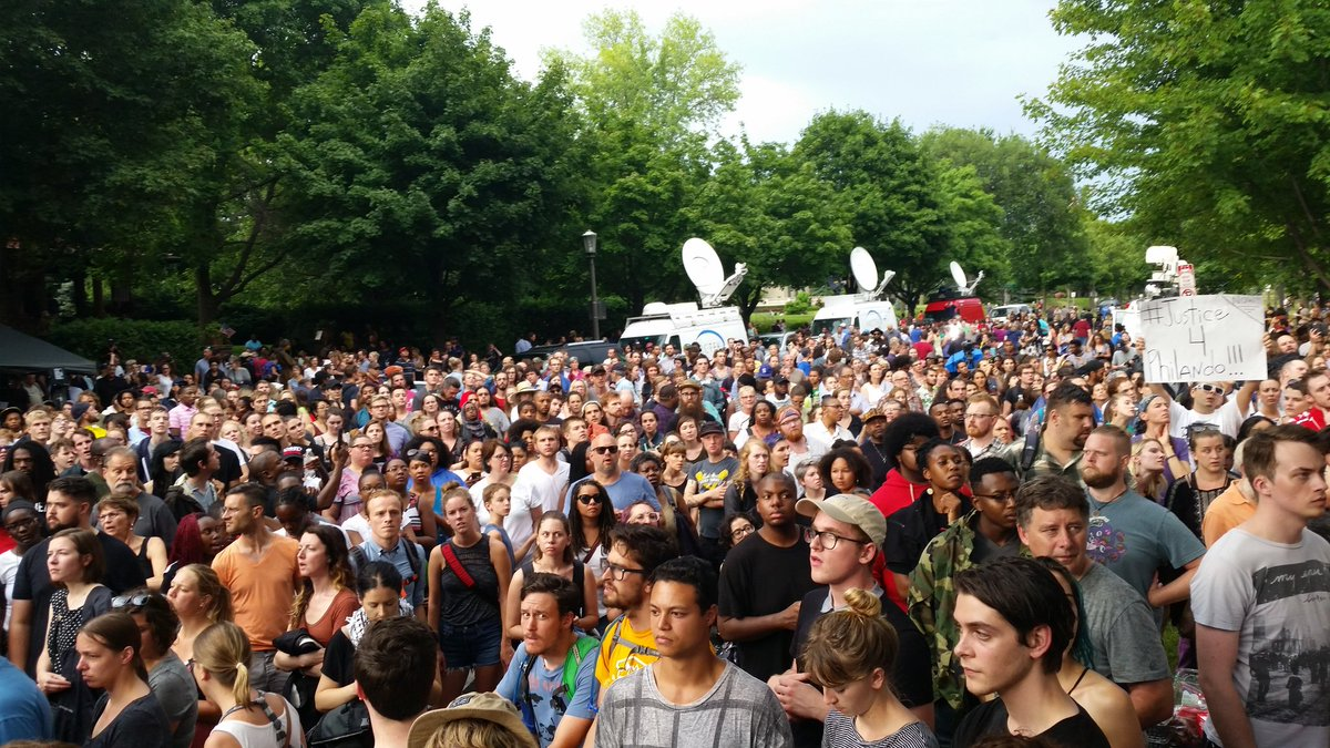 Hearing crowd estimates of 4500 at the #PhilandoCastile march on the governor's mansion. https://t.co/8b54AZAGgf