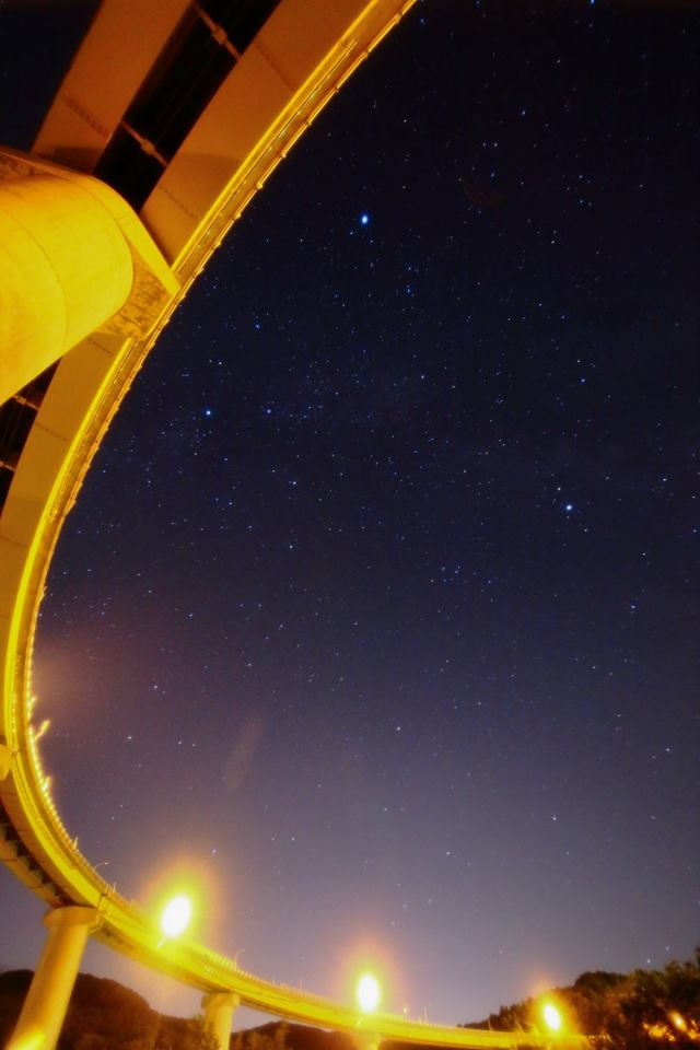 おはようございます。新暦の七夕である昨日の午後10時30分ごろ、道道小樽定山渓線の朝里ループ橋からは織姫(ベガ)と彦星(アルタイル)が見えました。… https://t.co/H7ctlfYWoc https://t.co/nSRb7vQLFr
