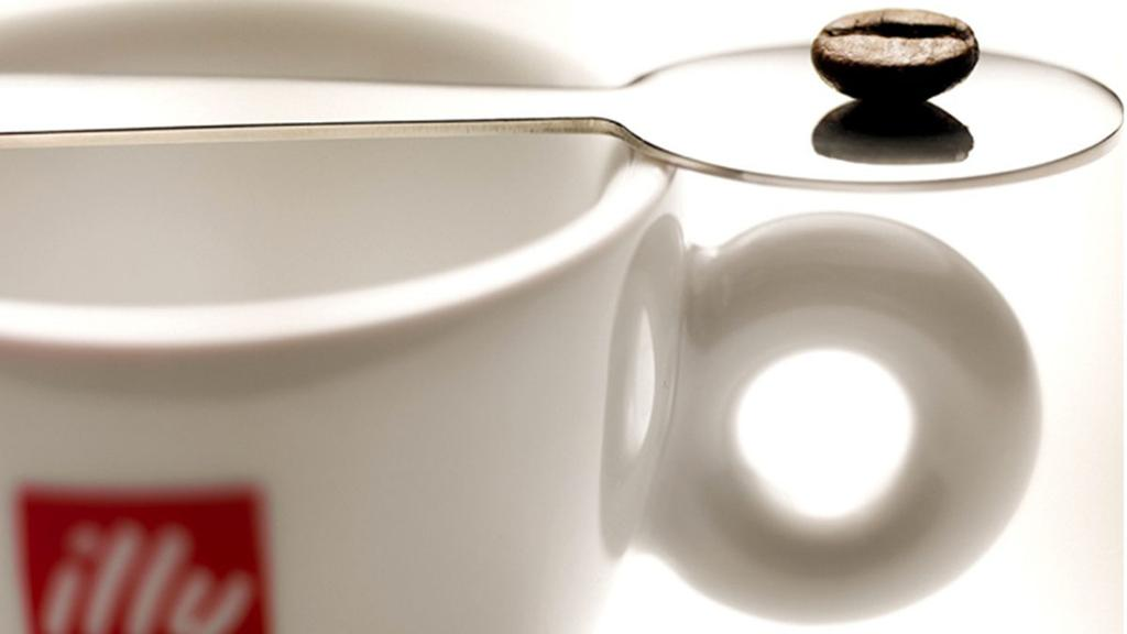 The science behind the art of brewing the perfect cup of @illyusa at 35,000 feet.