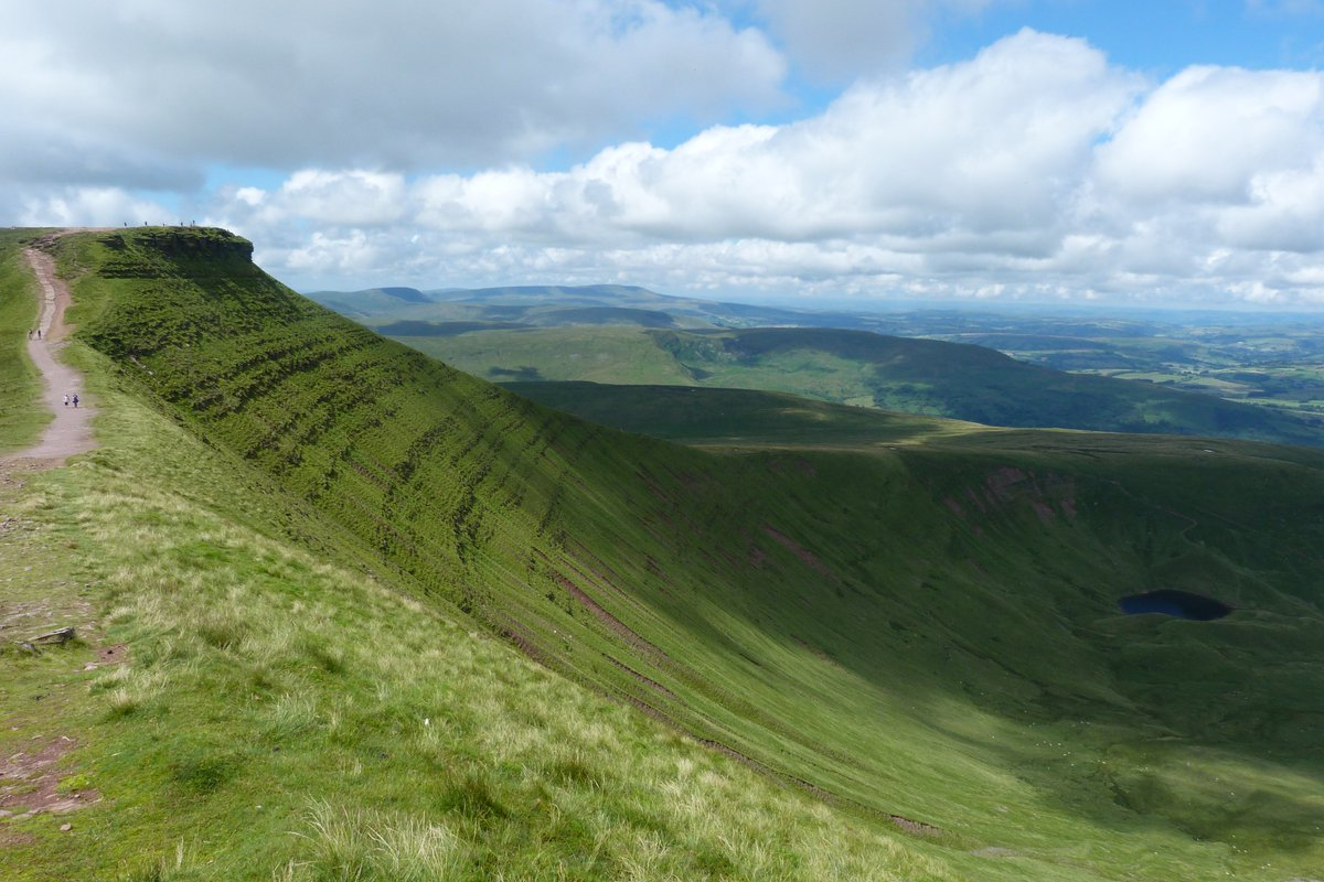 When you're in the mountains with views like this, every day feels like Friday @ntbreconbeacons #FridayFeeling https://t.co/qy60oFyYsj