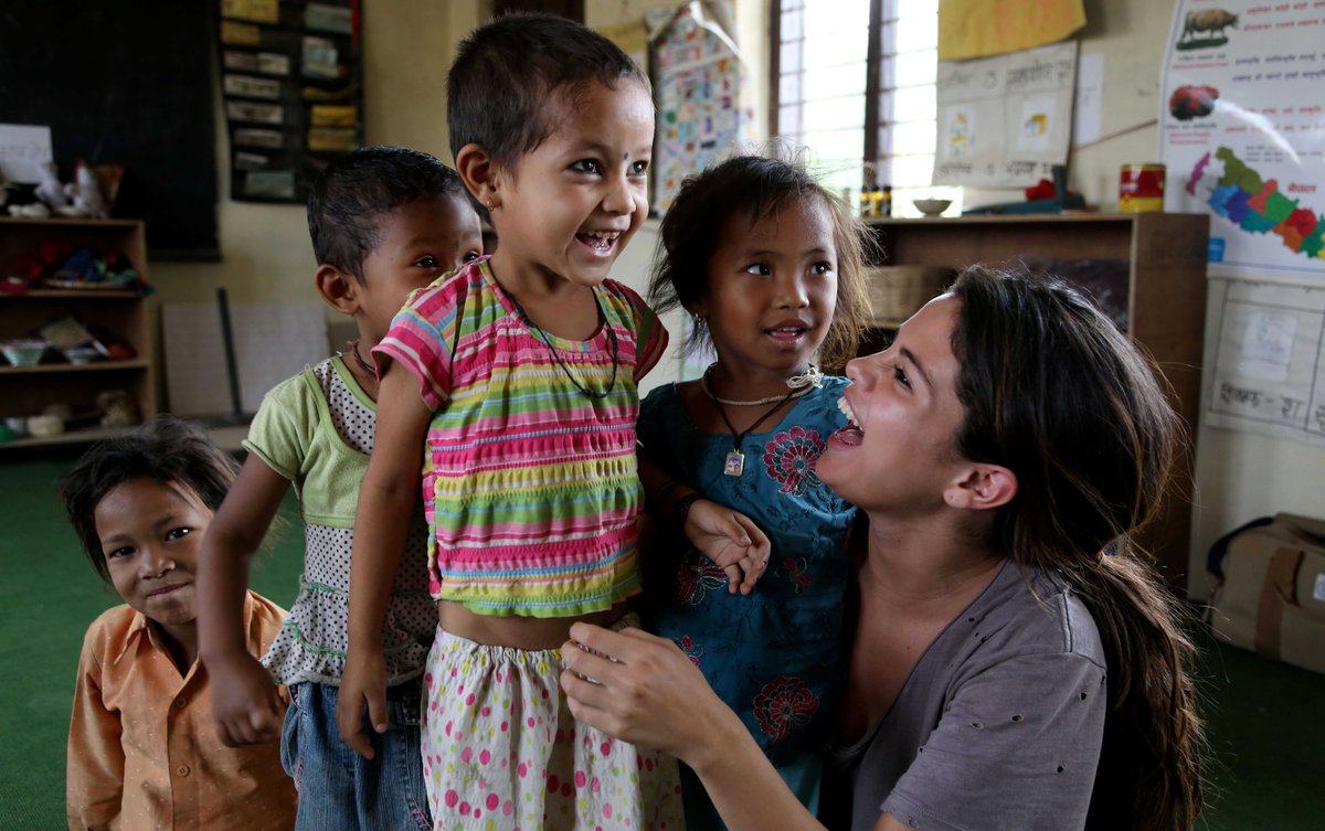 Happy birthday to UNICEF Ambassador @selenagomez! Thanks for all that you do to help the world's children! https://t.co/jMf1DyAv5p