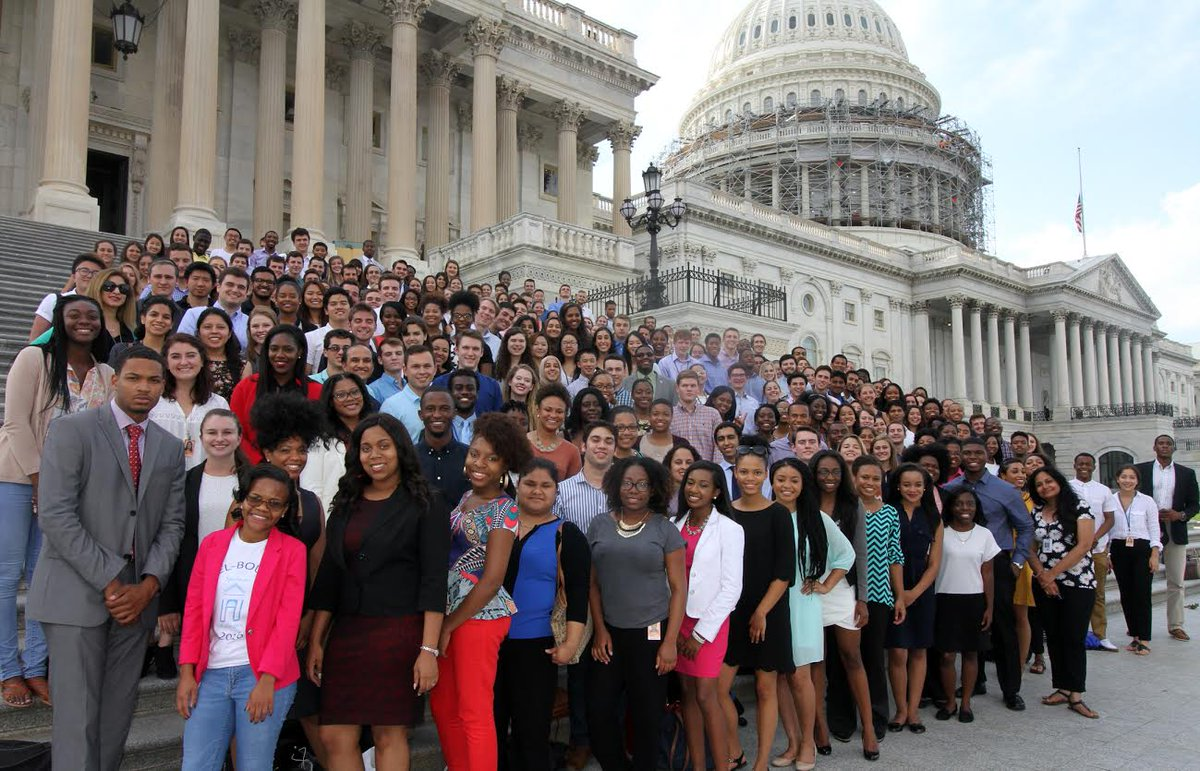 The Democratic Interns on Capitol Hill 2016 #DemInternSelfie https://t.co/ZzUMl4hKoc