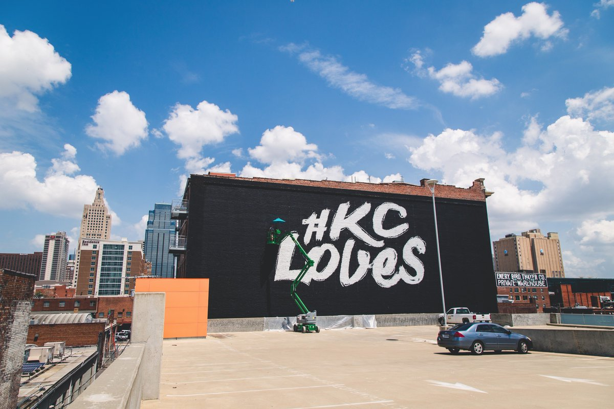 Curious to what that new mural is in the @KCCrossroads? Find out here on Instagram: https://t.co/of8IPqyV54 #KCLoves https://t.co/Tnwyi99mni