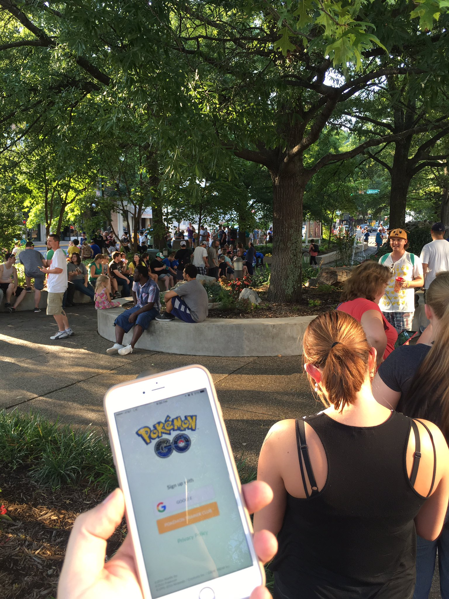 At the #PokemonGO event. Probably 500 here and servers don't work 😂😂 https://t.co/J9Exl7SNB6