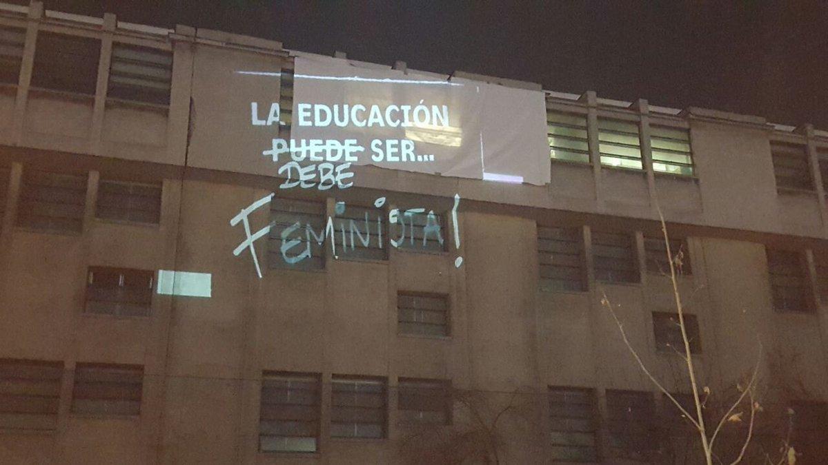¡La gente se manifiesta y dice como debe ser la educación chilena! #QuieroOtraReforma https://t.co/zbE0tOdt5K