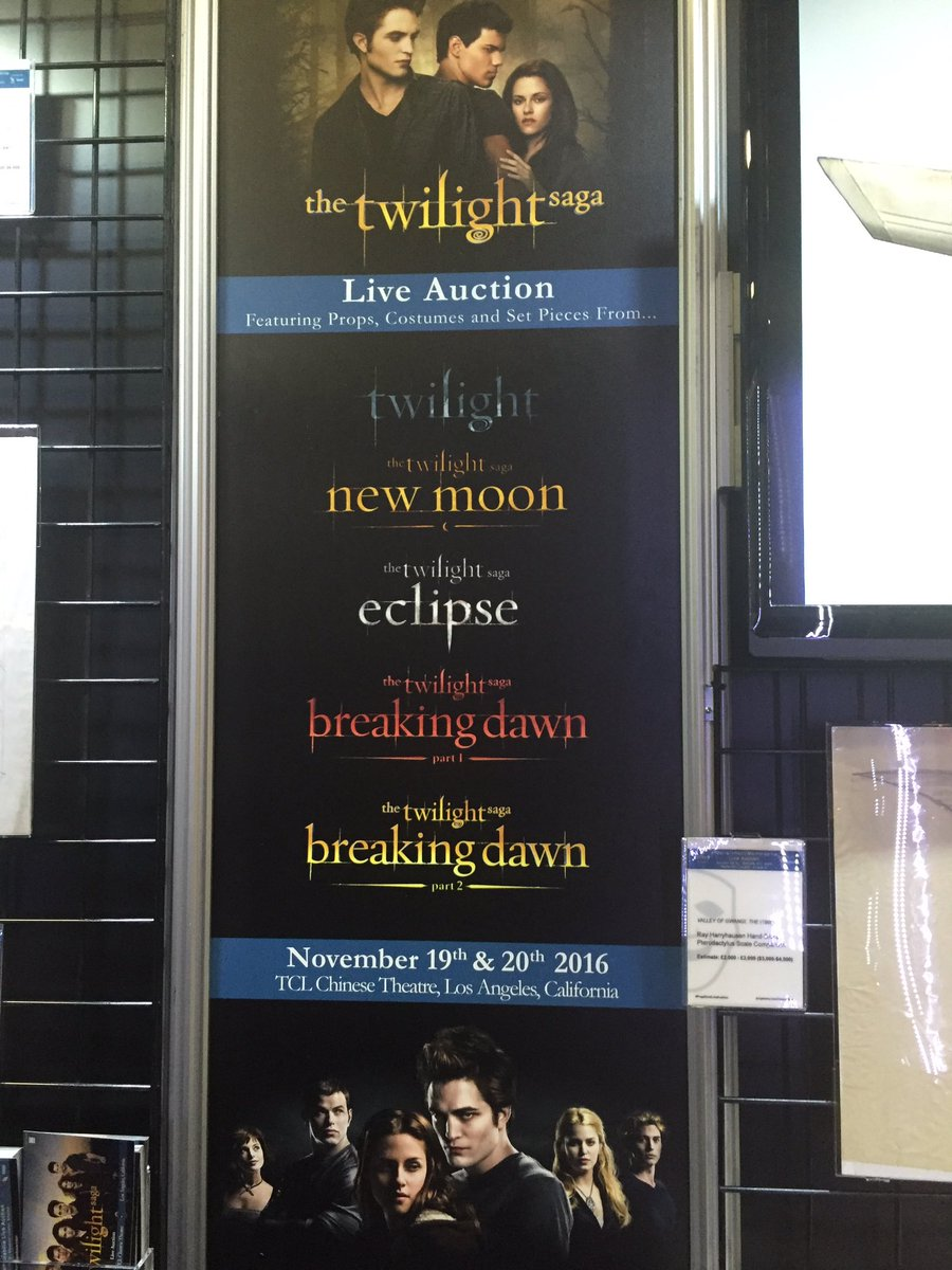So a @twilight auction is happening massive amount of props and costumes going up for bid #Twilght @propstore https://t.co/VNdpPVRGiq