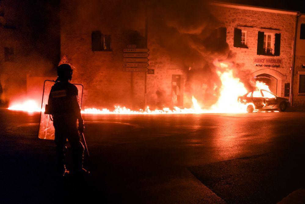 Fransa: Gözaltındaki Siyah Gencin Şüpheli Ölümü Sonrası İsyan