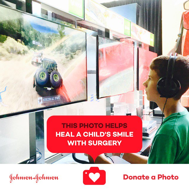 Awesome time at  #NerdHQ #jnj #donateaphoto https://t.co/yl1URx2Ibs https://t.co/6FIoVawHG2