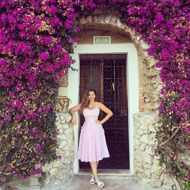 RT @ThePrettyDress: @IAMKELLYBROOK is always a vision in our dresses. Seen here in Capri, Italy in our pink gingham Priscilla dress ???????????? htt…
