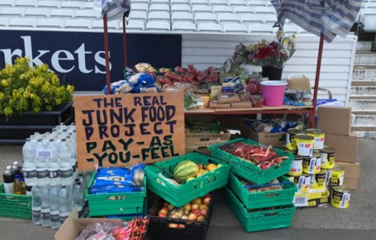 Brilliant. This primary school is turning #foodwaste into fuel for learning https://t.co/mTLKebJKhb @RealJunkFood https://t.co/mgXdUYijFm