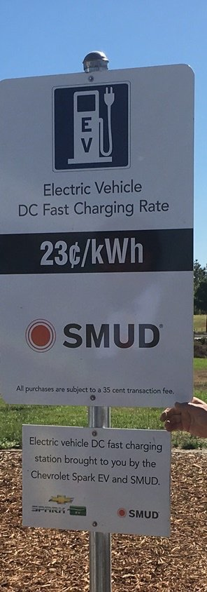 SMF now has new DC fast-charge stations in the Free Waiting Area for EV drivers!