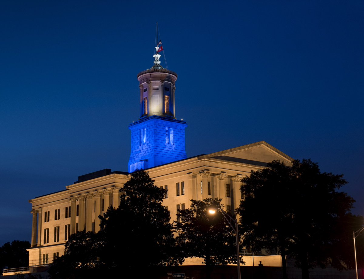 The State Capitol is lit in blue tonight through Sunday night to honor the officers killed in Dallas & Baton Rouge. https://t.co/4ePMnJ5OpI