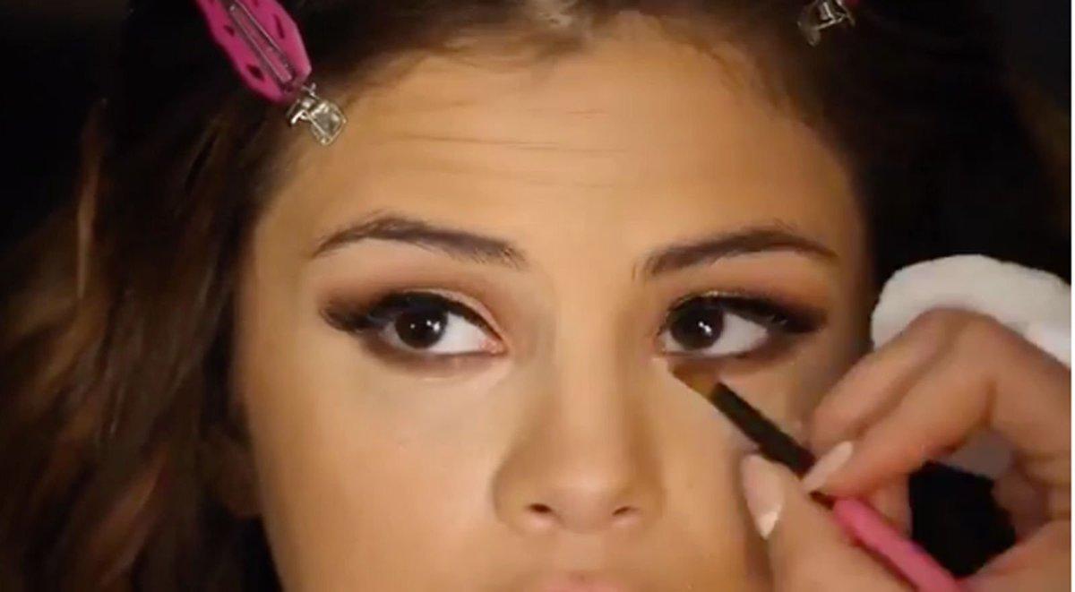Heres Selena Gomezs 6 Step Eye Makeup Tutorial Scoopnest
