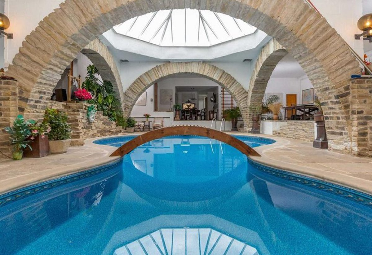 RT @HomesProperty: Take a tour of the Hobbit-hole...