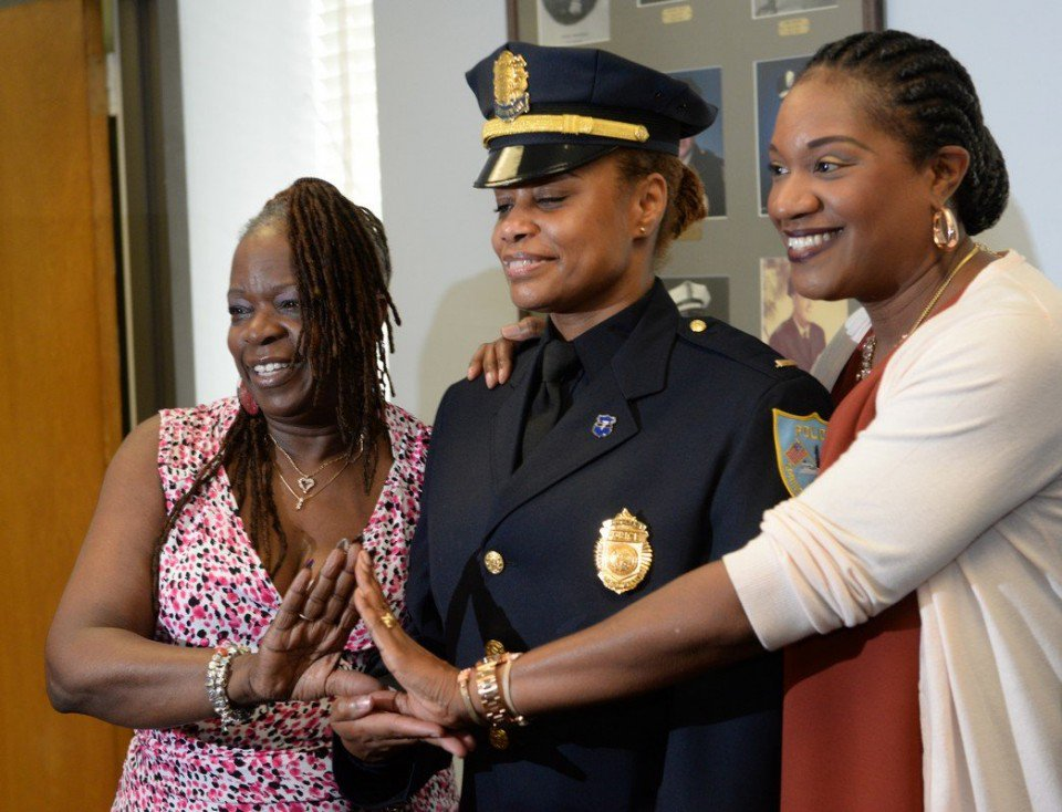 Springfield police promote first black woman to lieutenant in department history. https://t.co/EoBJsmzbMi https://t.co/EPhl9d8pci