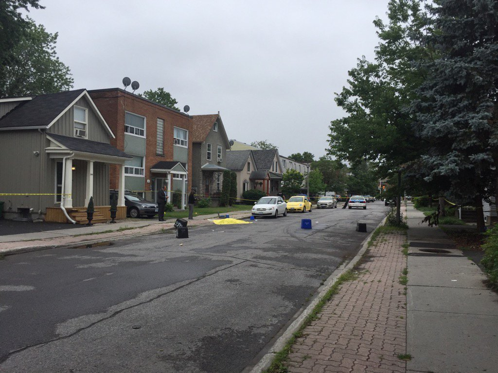 Major crimes is investigating homicide at the 3-storey building on St. Andrew #ottnews https://t.co/YUsHBigGT2