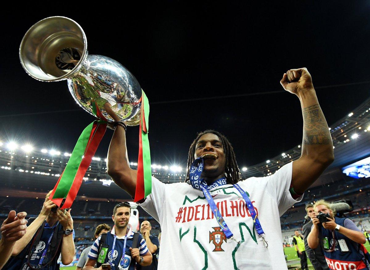 .@renatosanches35 foi eleito o melhor jogador jovem do Europeu! #Juntos https://t.co/iQVaLplXnf