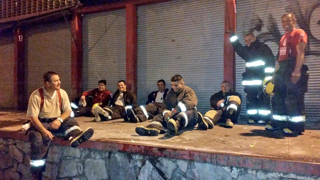 Agradecemos a los héroes de @PCYBOMGDL que ayudaron a sofocar el fuego en el #MercadoAlcalde . https://t.co/gqKm2uTwNj