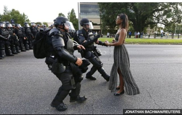 BBC News - Black Lives Matter: The Baton Rouge photo hailed as 'legendary' https://t.co/mBToL545Wj #LeshiaEvans https://t.co/45iC38OO8Q