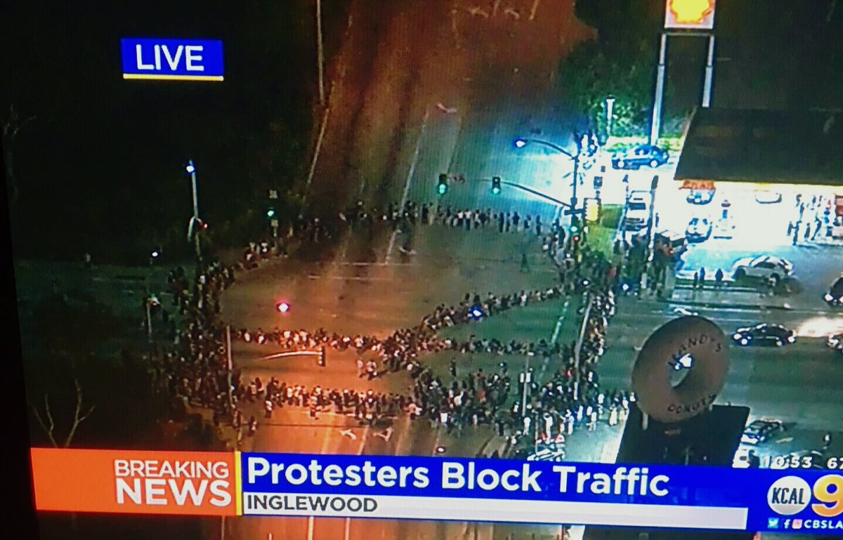 #Inglewood California July 10, 2016; #BLM protesters form a massive #PeaceSign @ Manchester. https://t.co/6K7VsOYvHn https://t.co/gGSV0MkYwX
