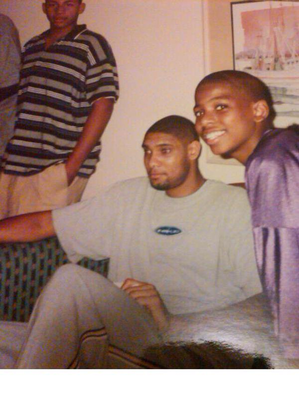 This remains one of my favorite sports photos: Tim Duncan and young Chris Paul. https://t.co/FvfaxtPkFV