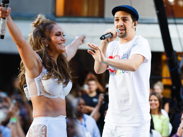 "Watch @JLo & @Lin_Manuel perform ""Love Make the World Go Round"": https://t.co/Ctdiy5Gfg7 https://t.co/WSreCLuXZD"
