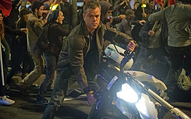 Matt Damon speeds off in these intense new JasonBourne clips: car🚗💨🔥