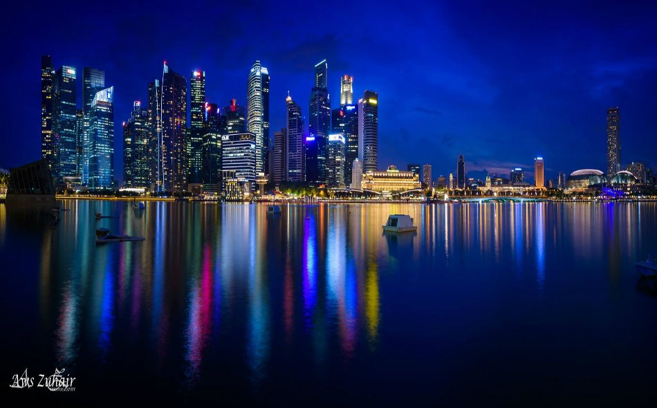 #صور_القراء لقطة بانورامية مكونة من دمج 5 صور لمدينة سنغافورة٬ تُظهر جمالها العمراني ليلاً. عدسة: أوس زهير - العراق. https://t.co/QEbbhz3YXl