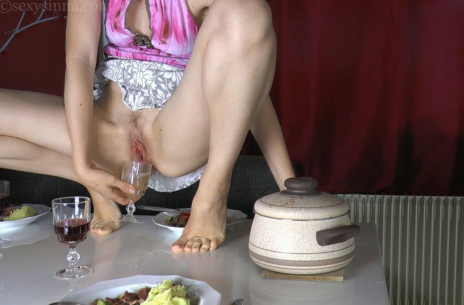Dinner with wine anyone? :) @24_7_Juan_Kerr @AdrianXDome @Peeing_Girls @Marks9875 @Vary4420 #pee #peeing #2pee4you https://t.co/KXJztQDgO0