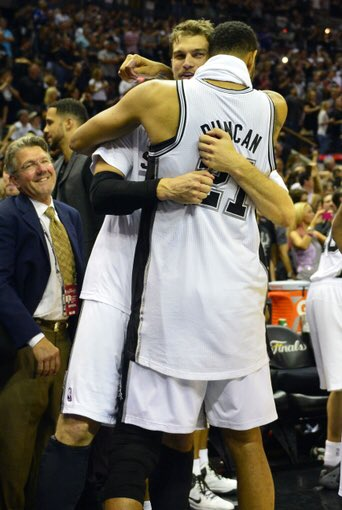 Thanks TD! One of the greatest ever!! Obrigado Tim Duncan! Um dos melhores da história! https://t.co/pRhl6l7pW1