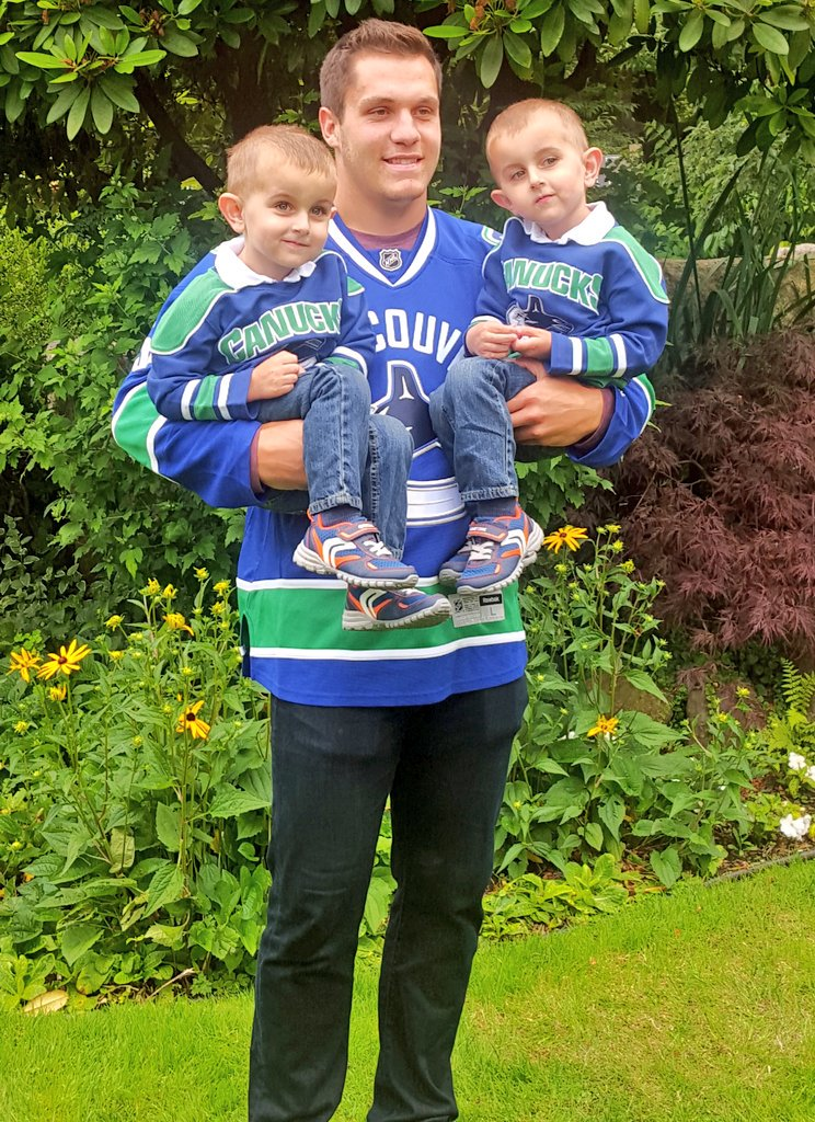 When @BoHorvat came by for a visit we made sure to pair him with some twins! @Canucksforkids https://t.co/zqkmzi1Q0p