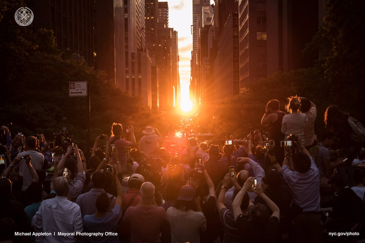 We ❤️ NYC. #Manhattanhenge https://t.co/AbdxisYZcH